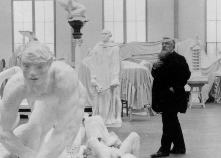auguste-rodin-dans-son-atelier-a-meudon-vers-1910-805x575