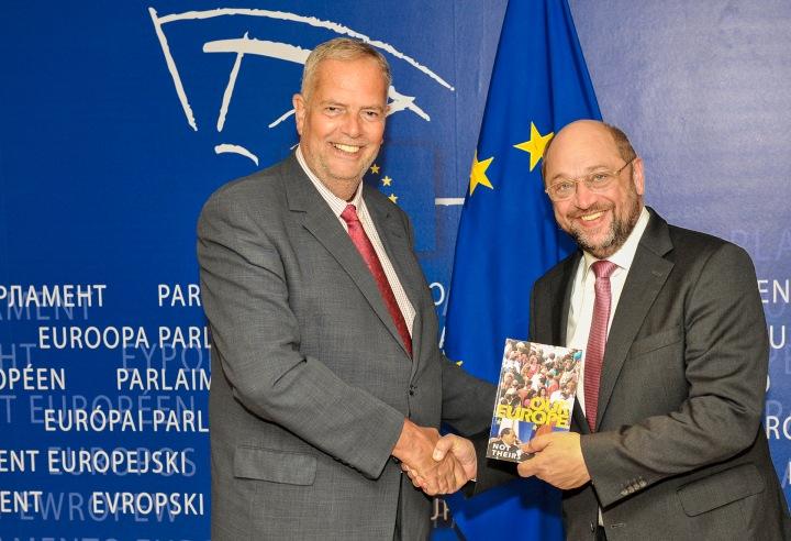 Martin SCHULZ, EP President Julian PRIESTLEY