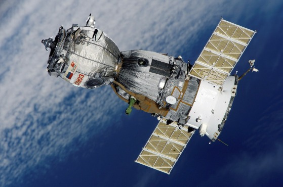 satellite-67718_1920.jpg