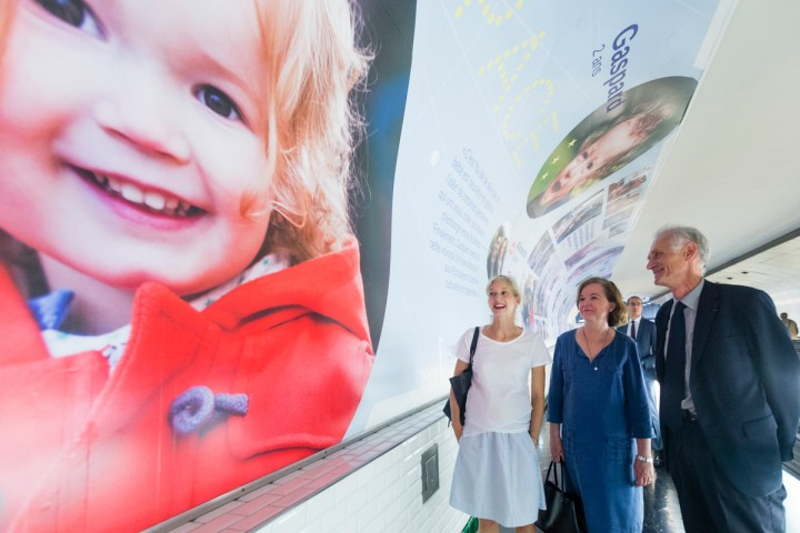 A-linterieur-station-Montparnasse-lexposition-Union[-Europeennes-lhonneur-lhistoire-quotidien-22-familles-composees-couples-mixtes-europeens-deenfants_0_1200_800