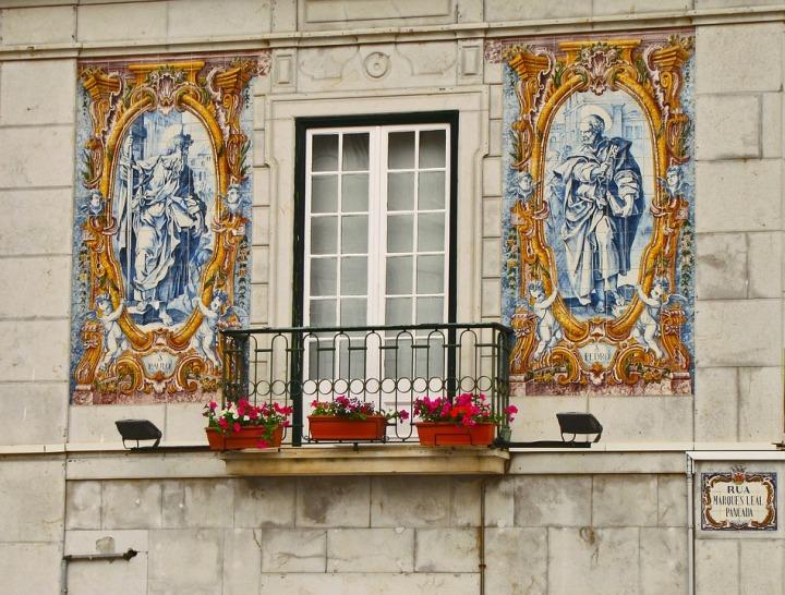 balcony-1585914_960_720