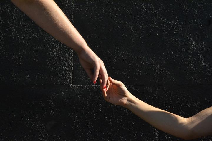 hands-1136697_960_720