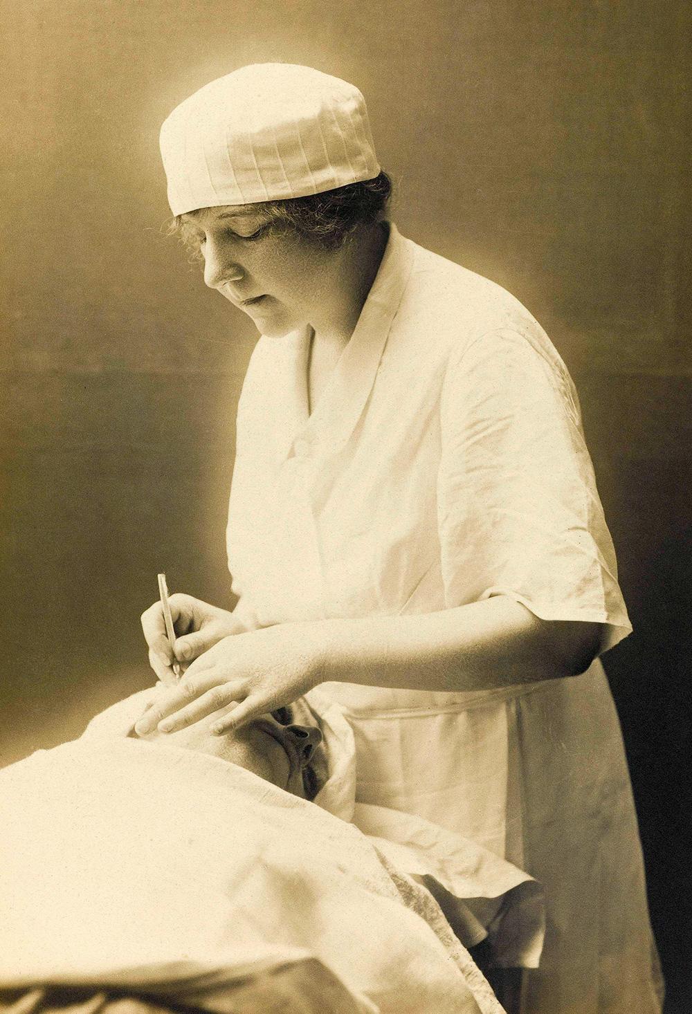 suzanne-noel-journal-d-une-pionniere-de-la-chirurgie-esthetique,m187423